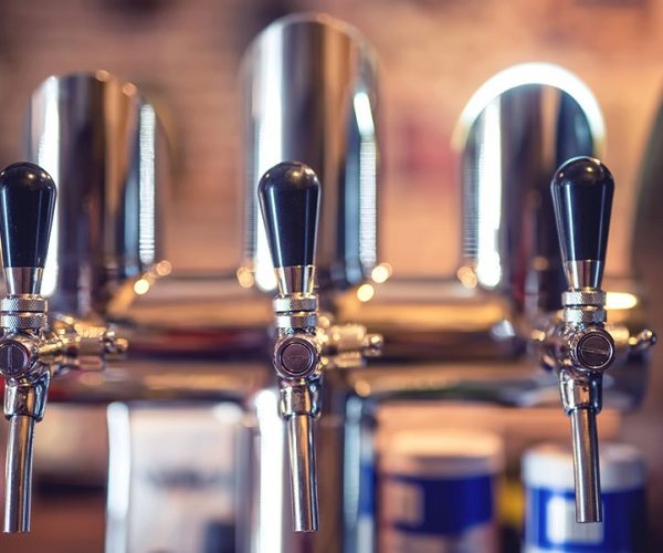 beer-tap-at-restaurant-bar-or-pub-close-up-details-PS4WTMD